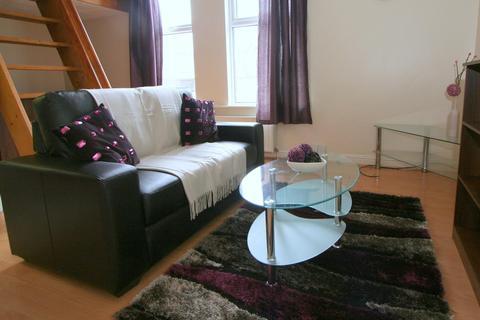 Studio to rent - Flat 2, 2 Moor View, HydePark