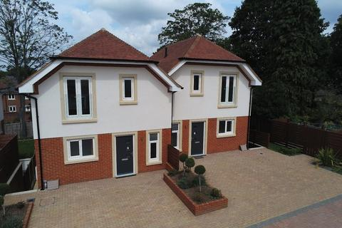 4 bedroom semi-detached house for sale - York Road, Camberley
