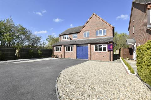 3 bedroom semi-detached house for sale - Blackberry Grove, Bishops Cleeve, GL52