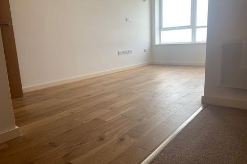 Studio to rent - 140 Windmill Road, Sunbury-On-Thames, TW16