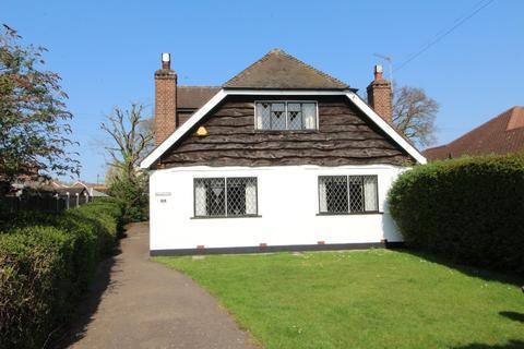 2 bedroom detached house for sale - Queens Gardens, Cranham, Upminster, Essex, RM14