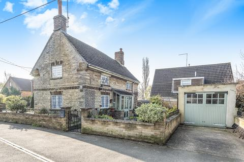 2 bedroom detached house for sale - Main Road, Hackleton, Northampton, Northamptonshire