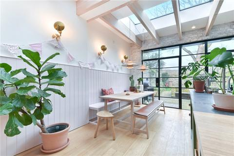 4 bedroom terraced house for sale - Groombridge Road, Victoria Park, London, E9