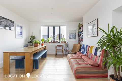 2 bedroom flat for sale - Warwick Grove, E5