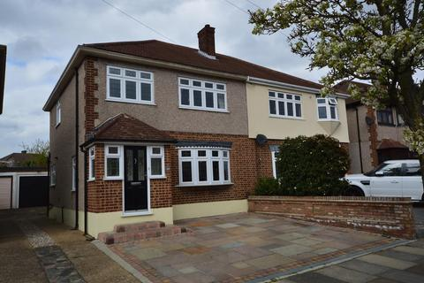3 bedroom semi-detached house for sale - Moray Way, Romford, RM1