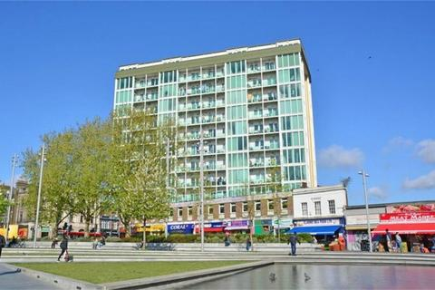 2 bedroom flat to rent - Greens End, London