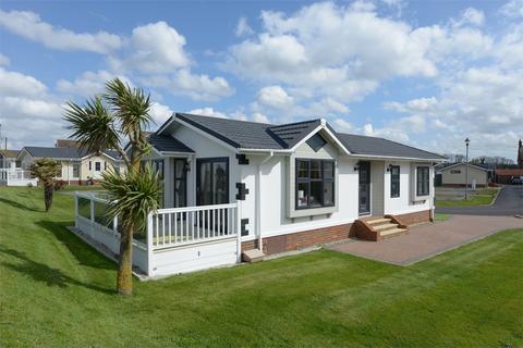 2 bedroom detached bungalow for sale - Faversham Road, Seasalter, Whitstable, Kent