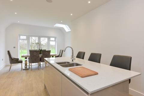 2 bedroom flat for sale - Dove House Lane, Solihull, West Midlands, B91
