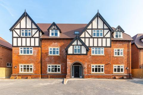 2 bedroom flat - Dove House Lane, Solihull, West Midlands, B91
