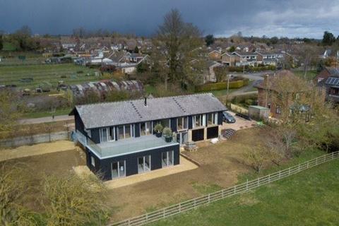 5 bedroom detached house to rent - Bradden Road, Greens Norton, Towcester, Northamptonshire, NN12