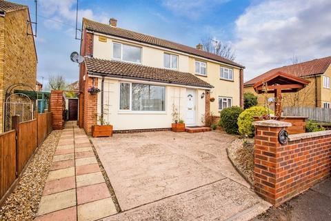 3 bedroom semi-detached house for sale - Overn Crescent, Buckingham
