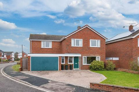 4 bedroom detached house for sale - Purbeck Close, Aylesbury