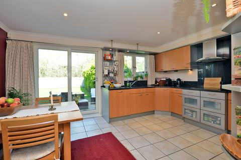 4 bedroom semi-detached house for sale - Wraysbury Gardens, Staines Upon Thames