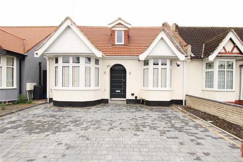 5 bedroom semi-detached bungalow to rent - Forterie Gardens, Seven Kings, Essex, IG3