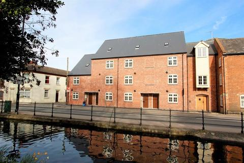 4 bedroom townhouse for sale - South Street, Bourne