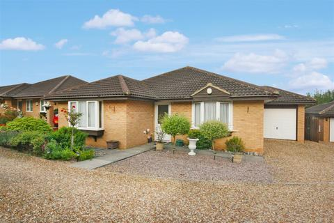 2 bedroom bungalow for sale - Carline Court, The Arbours, Northampton