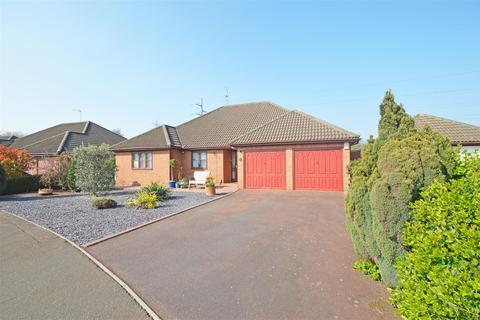 3 bedroom detached bungalow for sale - Riverside Mead, Stanground, Peterborough
