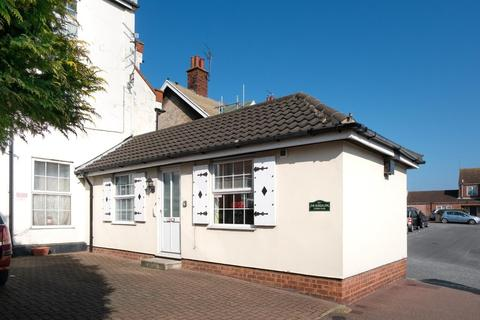 1 bedroom semi-detached bungalow for sale - Priory Plain, Great Yarmouth
