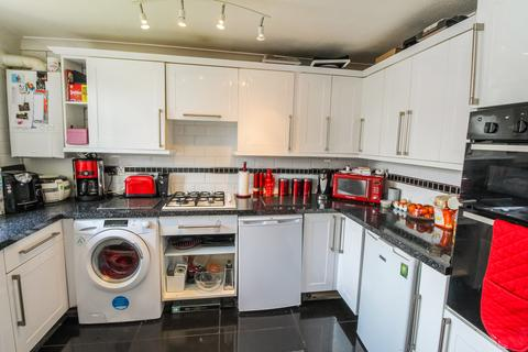 2 bedroom apartment for sale - Gerard Gardens, Rainham