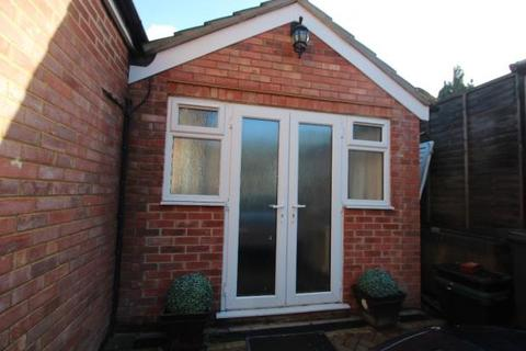 Studio to rent - Desborough Avenue, High Wycombe  HP11