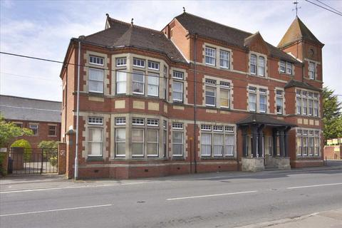 1 bedroom apartment to rent - Top floor one bedroom apartment with allocated parking space