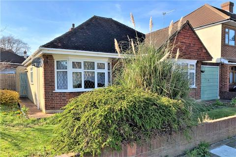 3 bedroom bungalow for sale - Lansdowne Road, Staines-upon-Thames, Surrey, TW18