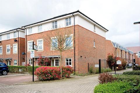 5 bedroom end of terrace house for sale - Kenmare Close, Ickenham, Uxbridge, UB10