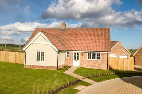 2 bedroom detached bungalow for sale - Earls Meadow, The Street, Easton, Woodbridge, Suffolk, IP13