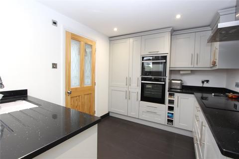 4 bedroom flat to rent - Cranley Gardens, Palmers Green, London, N13