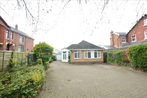 3 bedroom bungalow for sale - Chester Road, Winsford