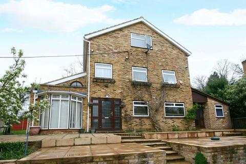 7 bedroom detached house to rent - Templewood Lane, Farnham Common, Buckinghamshire SL2