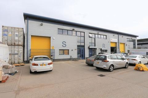 Warehouse to rent - Hindmans Way, Dagenham