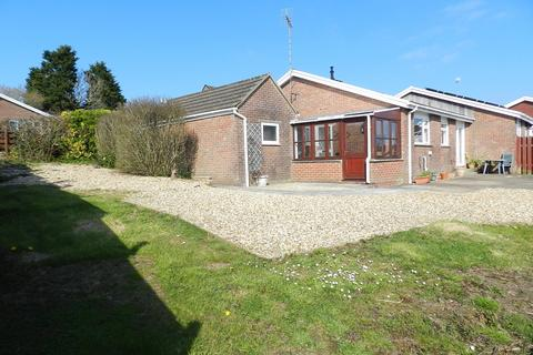 3 bedroom semi-detached bungalow for sale - Shakespeare Close, Priory Park, Haverfordwest