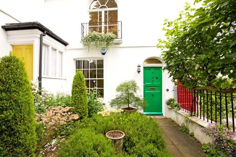 3 bedroom terraced house for sale - Holly Place, Hampstead, London, NW3