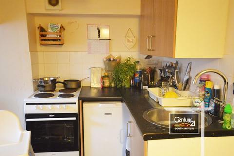 Studio to rent -  Ref: L-MED , Salisbury Street, SO15 2TZ