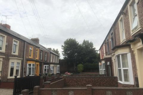 4 bedroom end of terrace house to rent - The Brae, Sunderland