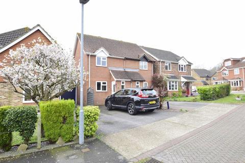 2 bedroom property to rent - Pentland Close, ST LEONARDS-ON-SEA, East Sussex