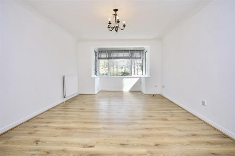 2 bedroom flat to rent - kingsmere