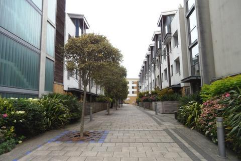 3 bedroom flat to rent - Sheffield Court, Brighton