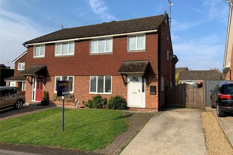 4 bedroom semi-detached house for sale - Apple Close, Tilehurst, Reading, Berkshire, RG31