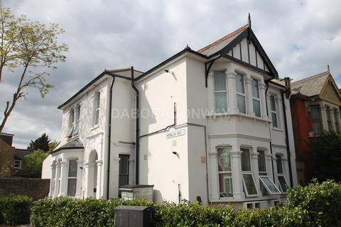 Studio to rent - Wanstead Park Avenue, Aldersbrook E12