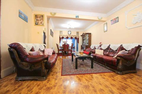 3 bedroom end of terrace house for sale - Northbrook Road, Ilford