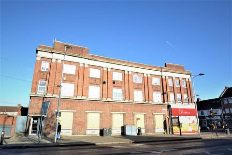 2 bedroom flat for sale - High Street, Barkingside, Ilford