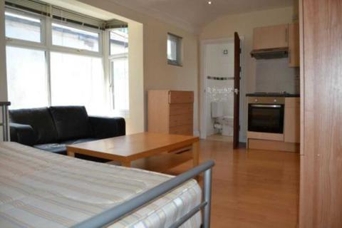 Studio to rent - Woodville Road, Cardiff
