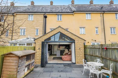 4 bedroom terraced house for sale - Bluebell Way, Shilton Park