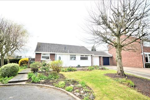 2 bedroom detached bungalow to rent - Foxlea, Comberbach, Northwich