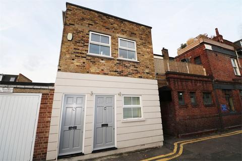 Studio to rent - The Baulk, Southfields, London, SW18