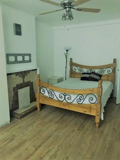 4 bedroom flat to rent - Old Ford Road, London, E3