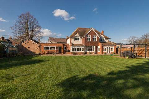 4 bedroom detached house for sale - Temple Road