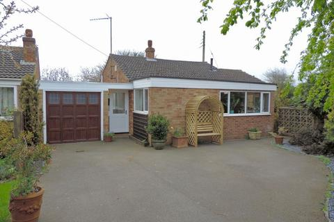 3 bedroom detached bungalow for sale - Leys Road, Pattishall, South Northampton, NN12 8JY